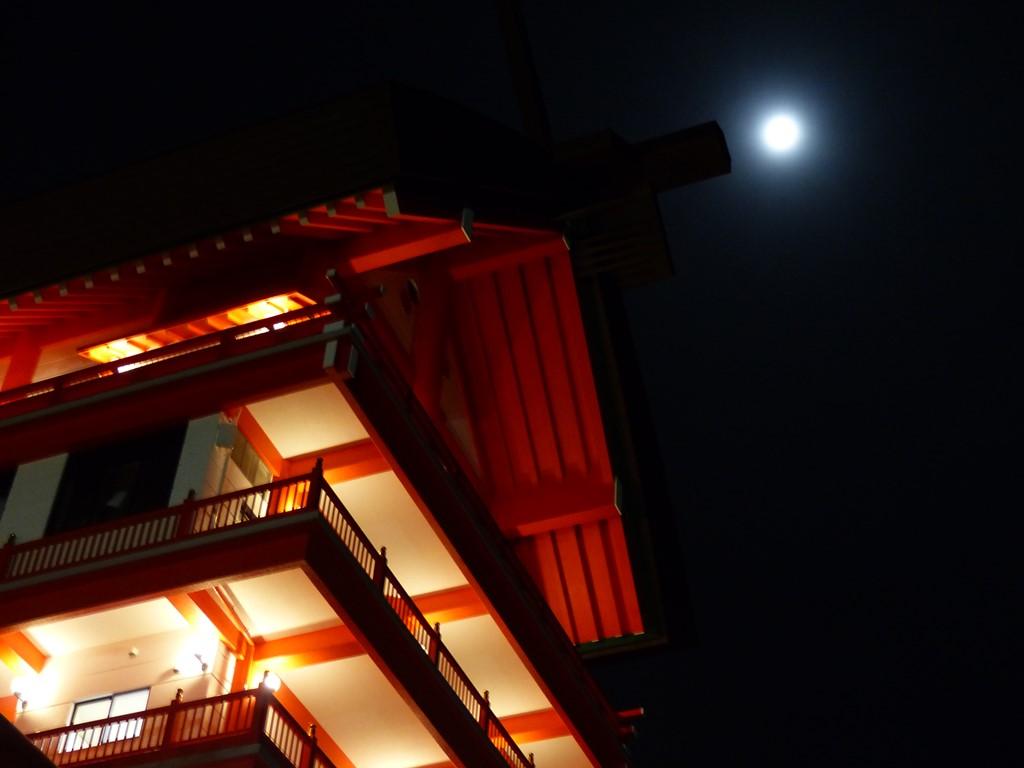 夜の宝徳稲荷